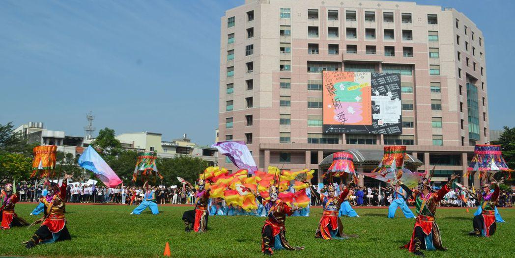 「歡慶傳響-舞將巡」是以台灣著名民間藝陣-「家將」的元素編作而成。  陳慧明 攝...