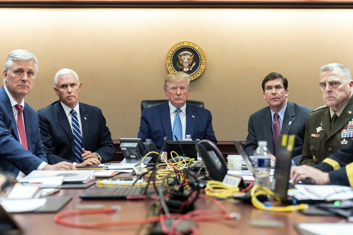 「我只想告訴大家:美國沒有忘記。」川普政府公開本次任務代號為「凱拉穆勒行動」(K...