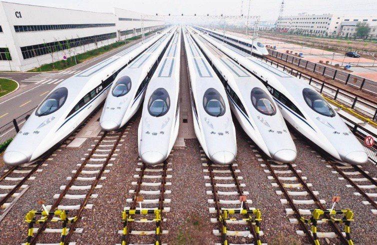 大陸高鐵建設發展迅速,高鐵線路四通八達。  圖/聯合報系資料照片