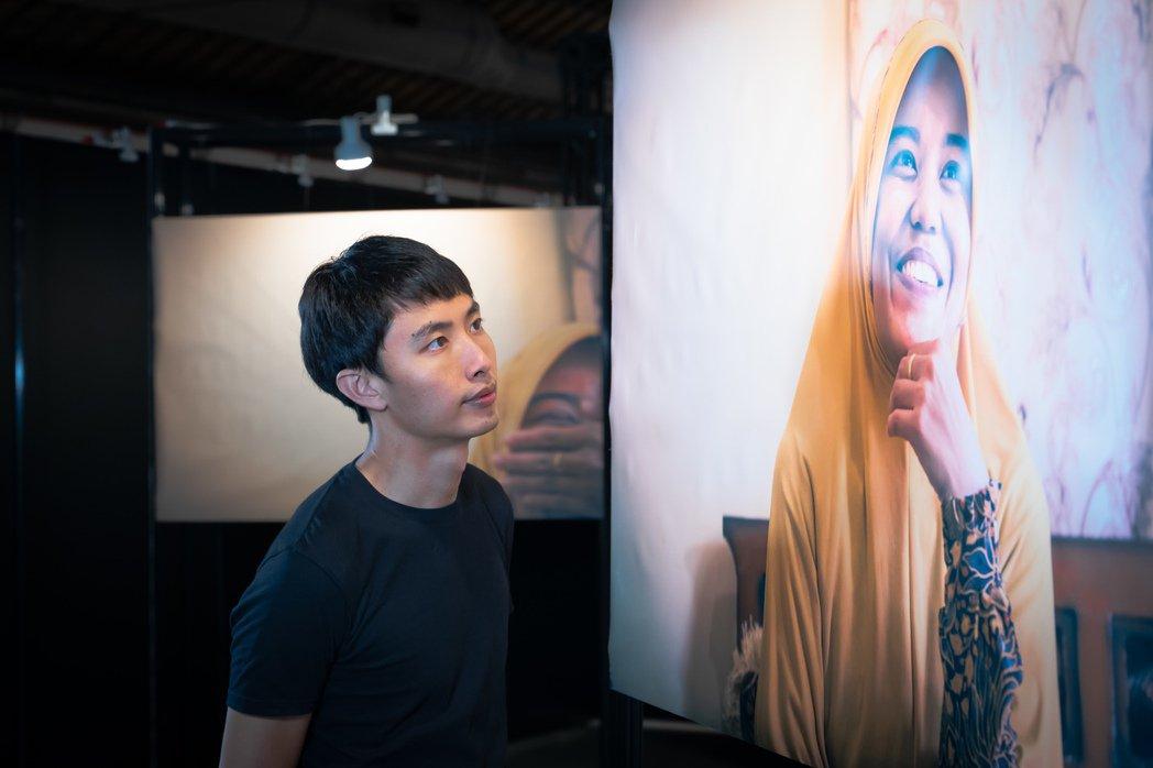 Oneforty創辦人陳凱翔說:「二度舉辦攝影展,這回要移工自己說說自己的移工之...