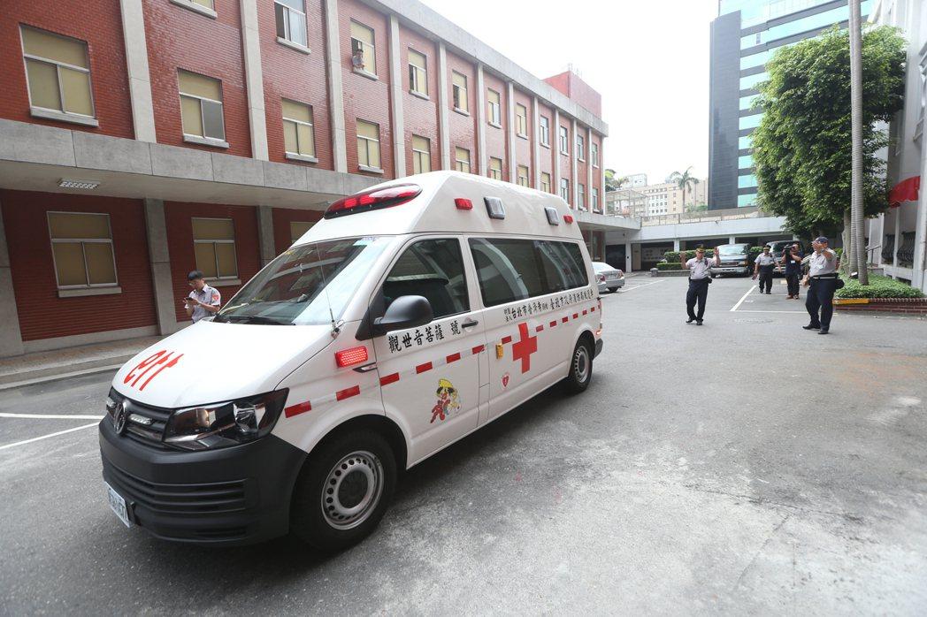 21日在高雄,一名患者家屬與消防員因是否要「就近送醫」而發生爭執。示意圖,非當事人。 圖/聯合報系資料照