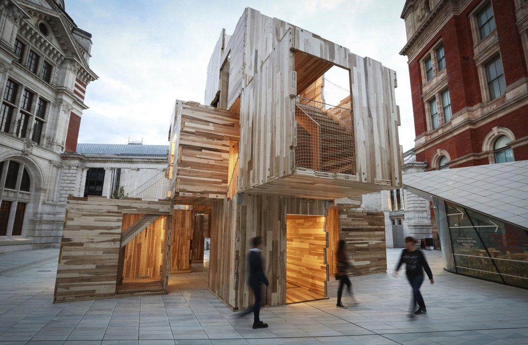 維多利亞與亞伯特博物館(V&A)的入口整建,面對展覽路的嶄新入口啟用後,亦更名為...