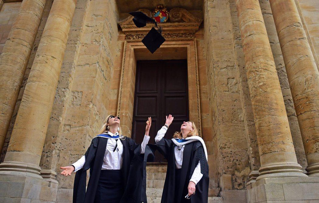 2019年,牛津大學破天荒宣布要在2023年前,讓學生總數中有至少1/4來自弱勢...