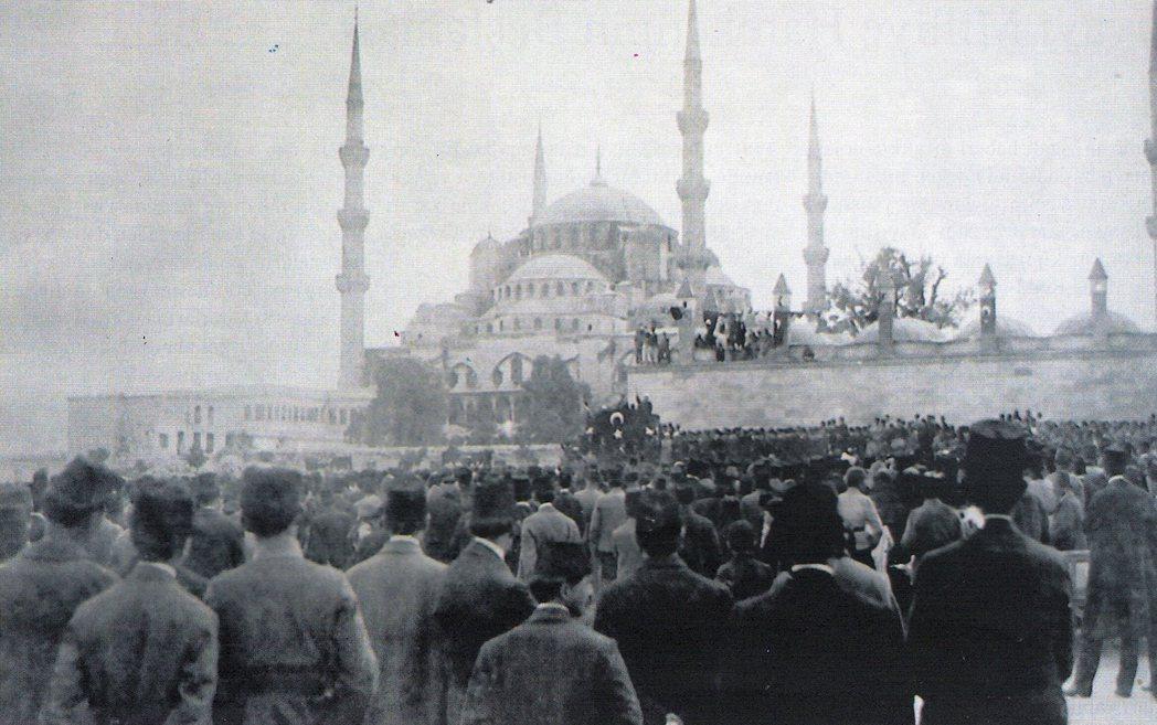 圖為1919年,土耳其要求「一統國家」的公眾示威。 圖/維基共享