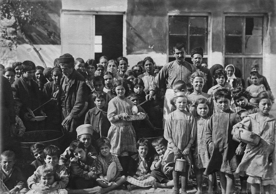 當時約有150萬希臘裔東正教居民從土耳其遷離到希臘,50萬的希臘穆斯林搬到土耳其...