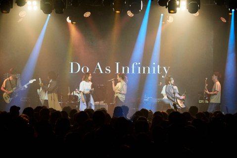 日本大無限樂團Do As Infinity連續4年在台開唱,27日在大直ATT SHOW BOX舉辦台北公演,與近千名歌迷一同慶祝出道20周年。伴都美子講到從未想過在海外慶祝20周年,激動地流下眼淚...