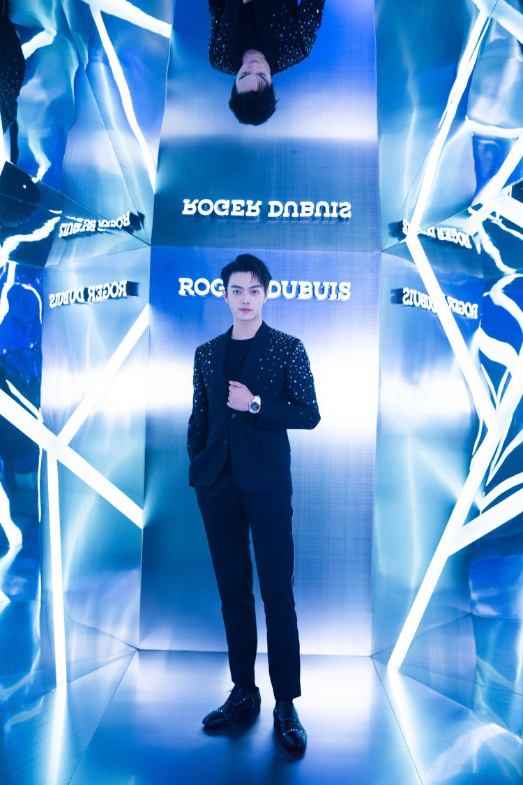 許凱出席羅杰杜彼EXCESS之夜上海活動。圖/羅杰杜彼提供