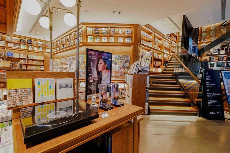 即日起至11月24日止,Sony與蔦屋書店松山站前店獨家期間限定合作,讓讀者品味...