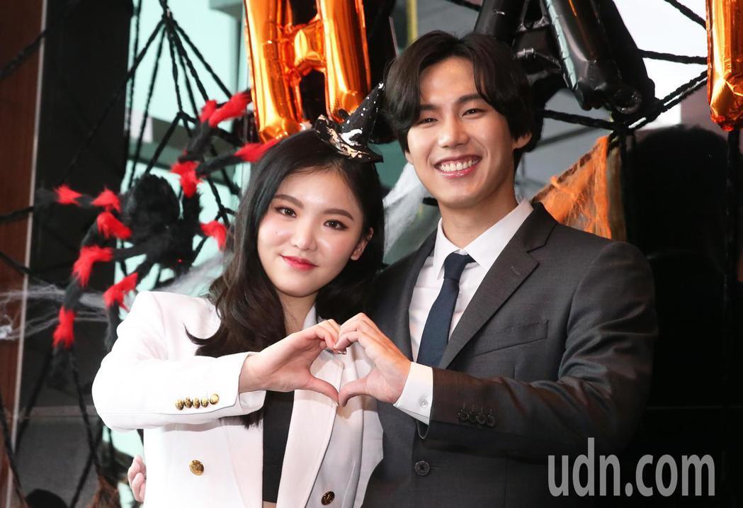 王欣晨(左)《選擇CHOICE》今天舉行發片記者會,韓國偶像團體The King