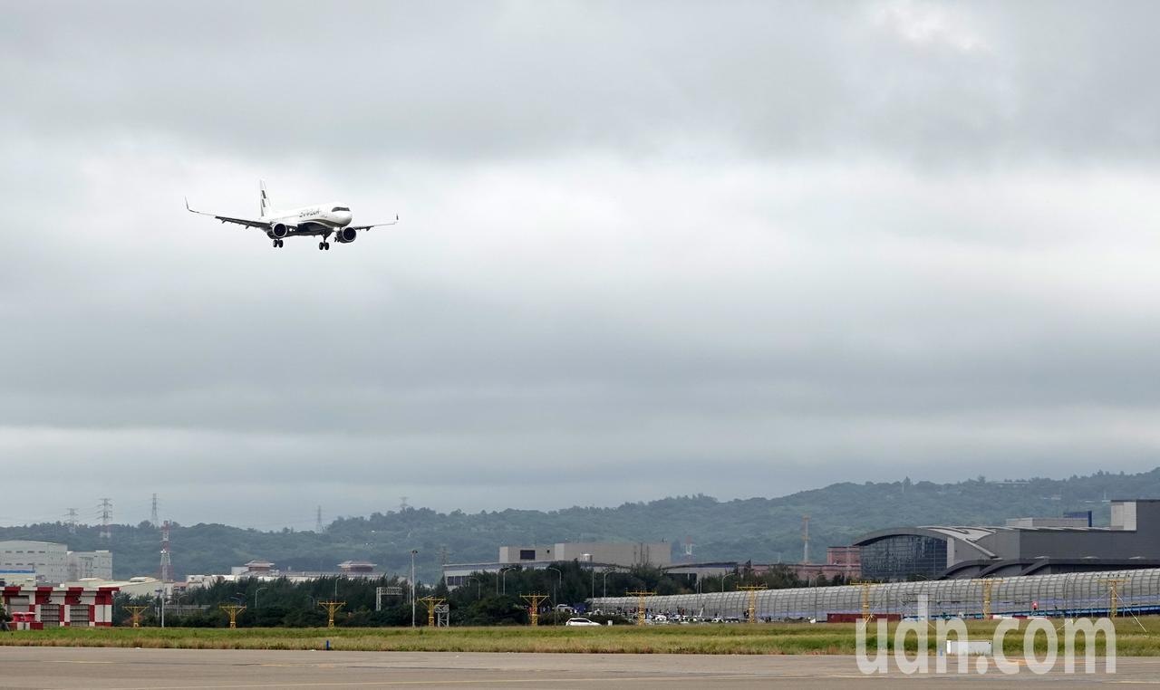 星宇航空第一架飛機中午降落在桃園機場。記者鄭超文/攝影