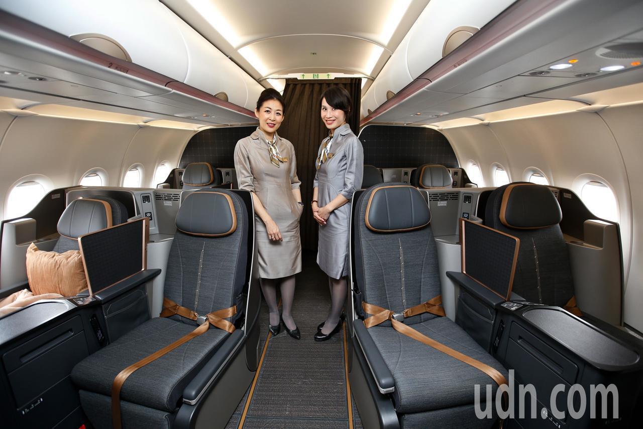 星宇航空第一架飛機中午降落在桃園機場,飛機提供八個商務艙。記者鄭超文/攝影