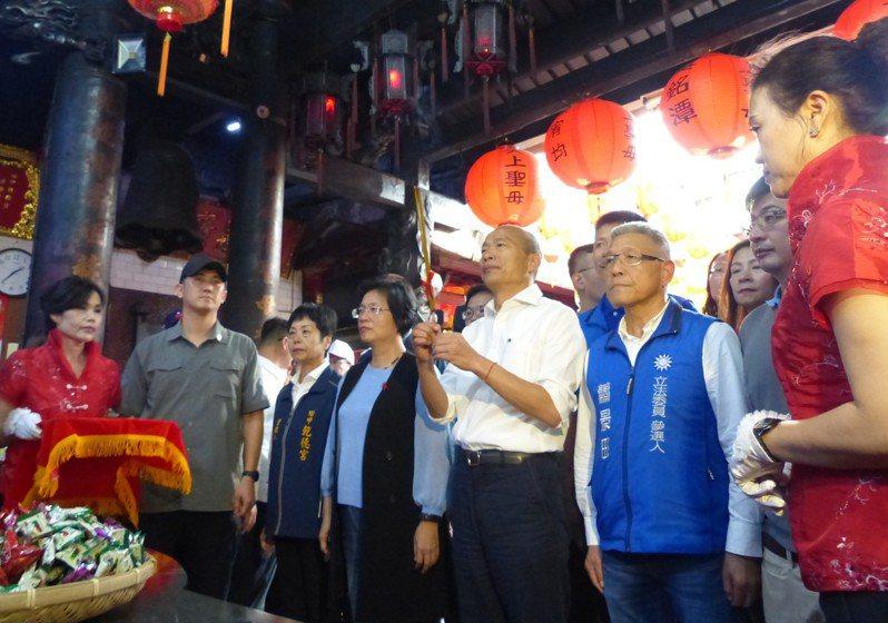總統參選人韓國瑜今天下午至彰化縣田中鎮乾德宮參拜。記者凌筠婷/攝影
