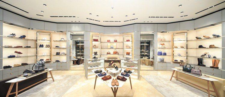 TOD'S台北信義新天地A9店內擁有明亮的採光讓整體空間更顯寬敞,希望透過各種配...