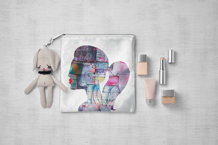RMK組合同步贈送實用的化妝包與小兔子吊飾。圖/RMK提供