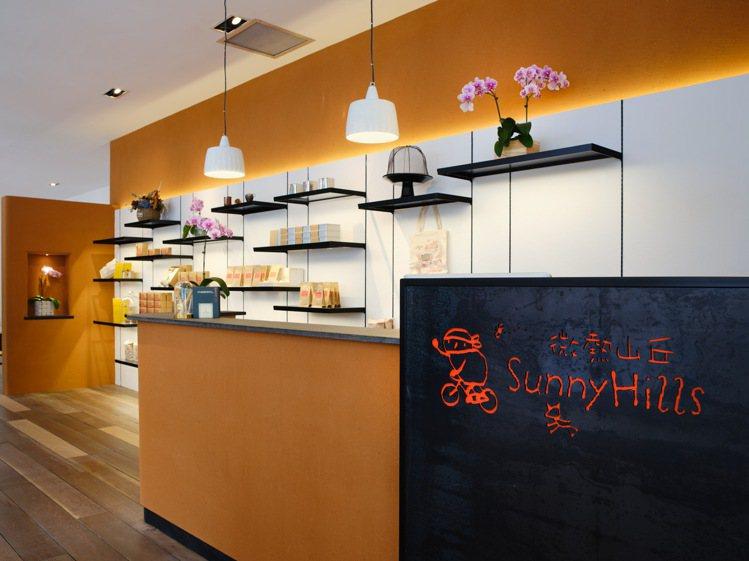 微熱山丘新加坡萊佛士酒店門市,歷經近2年的整修後嶄新開幕。圖/微熱山丘提供