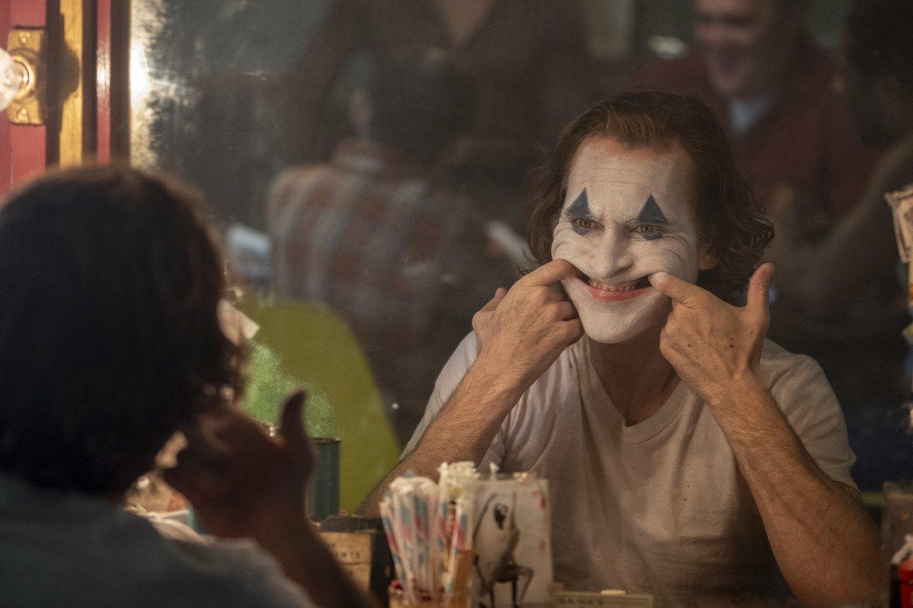 當初投資歷來最賣座限制級電影「小丑」的外部投資人,如今可以拿到40%至50%獲利...