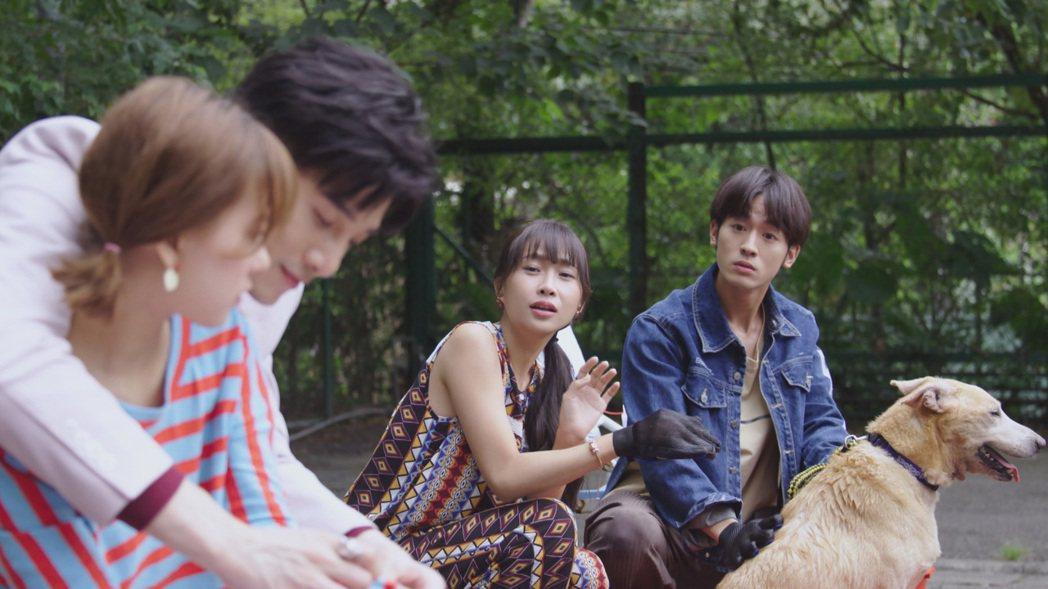 小樂(右)劇中吃飛醋。圖/台視提供