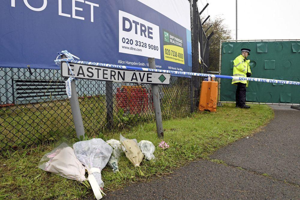 英國華特格雷德工業區發生的冷凍貨櫃車藏屍案震驚世界,園區在事發後也圍起封鎖線。(...