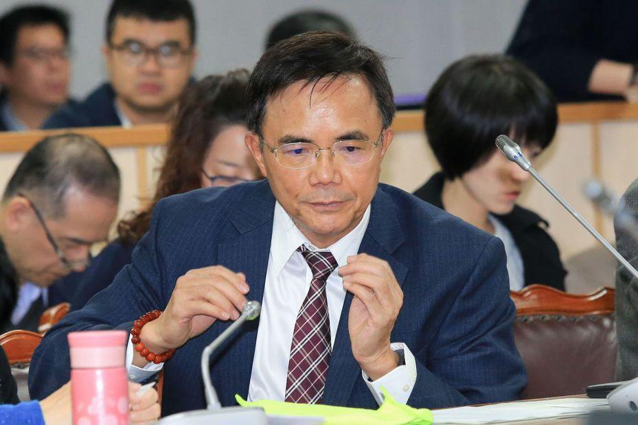 法務部次長蔡碧仲(中)在立法院答詢說律師哪些行徑叫魔鬼,引發爭議。 圖/聯合報系資料照片