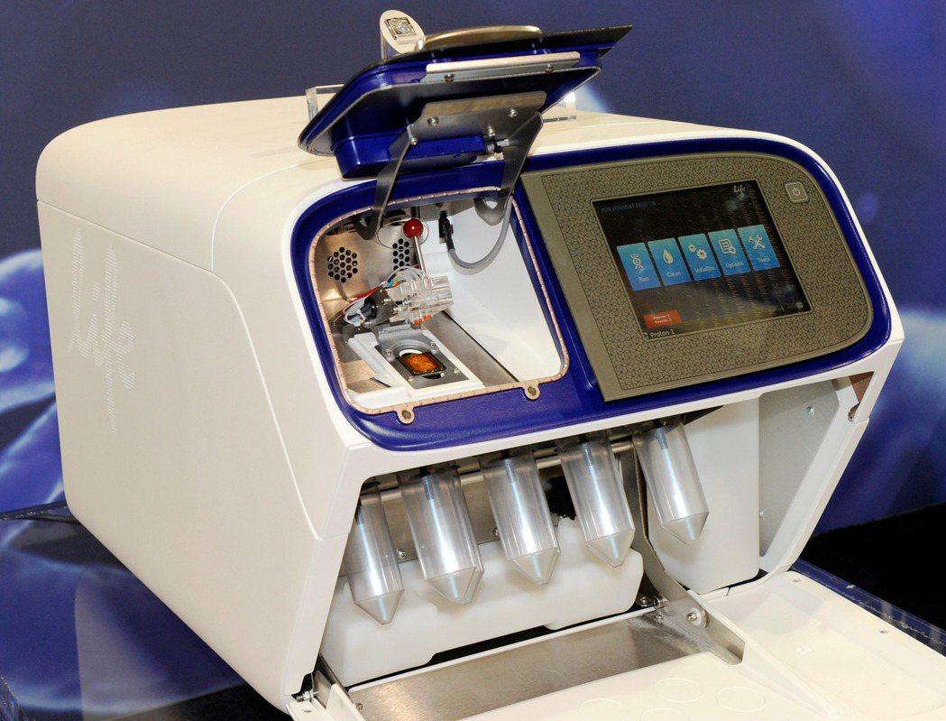 攜帶型DNA檢驗設備,體積和微波爐差不多。(法新社)