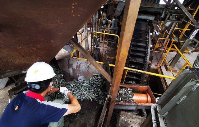 造紙業使用固態廢棄物燃料取代燃煤。 工業局/提供