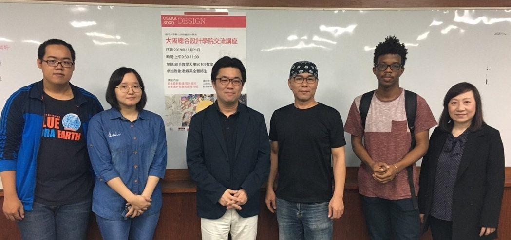 大阪總合設計學院的本部長山田裕之(左三)演講分享日本動畫趨勢,會後同學提問欲罷不...