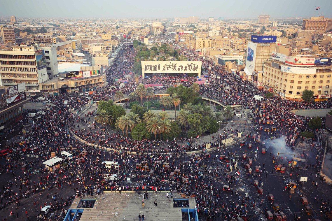 自今年10月初開始,伊拉克全境突然爆發了全國性的大型示威——以20歲以下年輕人為...