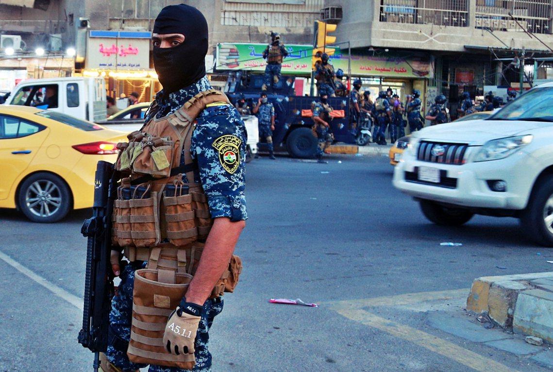 各方壓力之下,甫上任一年的伊拉克總理——阿不都–馬赫迪(Adil Abdul-M...