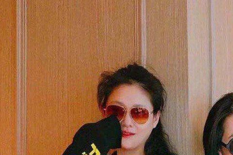 大S在被汪小菲於27日曝光於日本買了1萬個口罩,寄往武漢後,小S也出言相挺,微博上表示「如果不互相幫助,這不是人類該有的行為吧!」,更強調說,「恨!比病毒還可怕!」大S在日本買口罩寄往武漢的事情曝光...