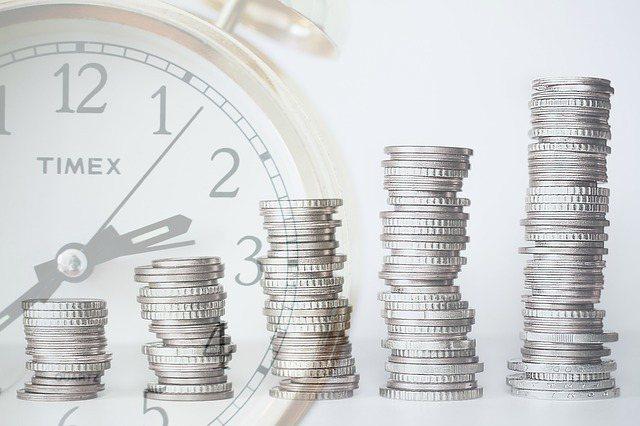 「不確定存款是否足以支持退休生活」焦慮感,困擾著多數熟齡族。 圖/pixabay