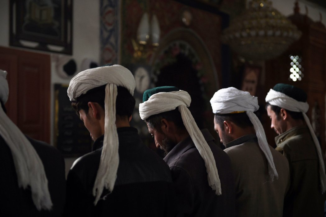 「慎終追遠」,不是非得依循漢人的道德傳統不可。圖為清真寺禮拜,示意圖。 圖/法新...