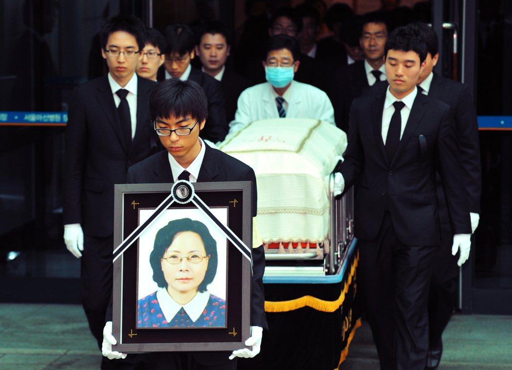 2008年7月11日,一位名叫朴望子的中年南韓觀光客赴金剛山旅遊時,遭北韓哨兵射...
