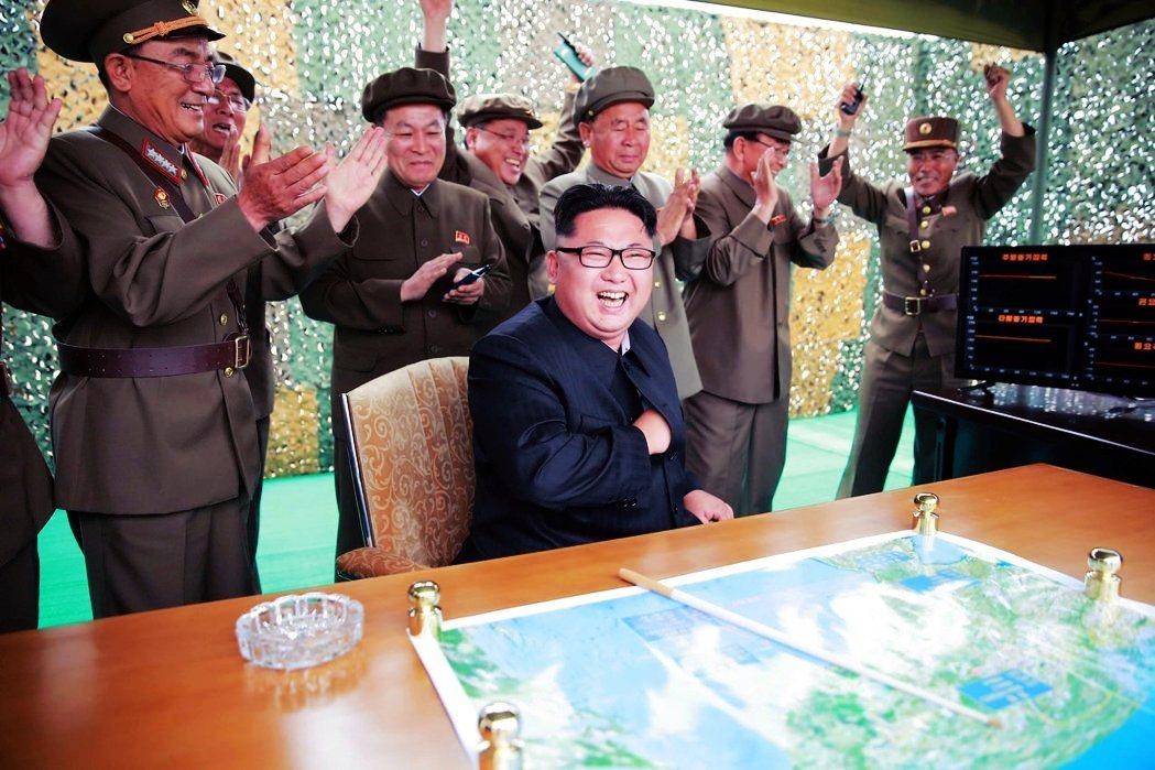 下是要求拆除南韓興建的金剛山設施,一下對美國軟硬兼施,接著發唁給文總統後,又選擇...