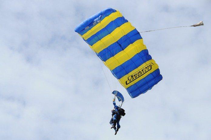 ▲澳洲雪梨景點推薦-臥龍崗跳傘。(圖/Tripbaa趣吧!亞洲自由行專家)