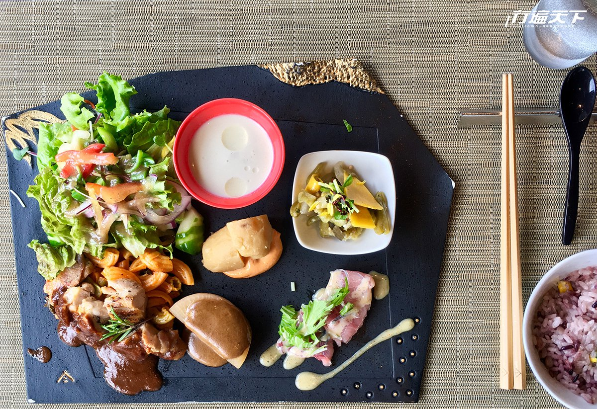 Kokoya de kobayashi主張地產地銷的美味料理。