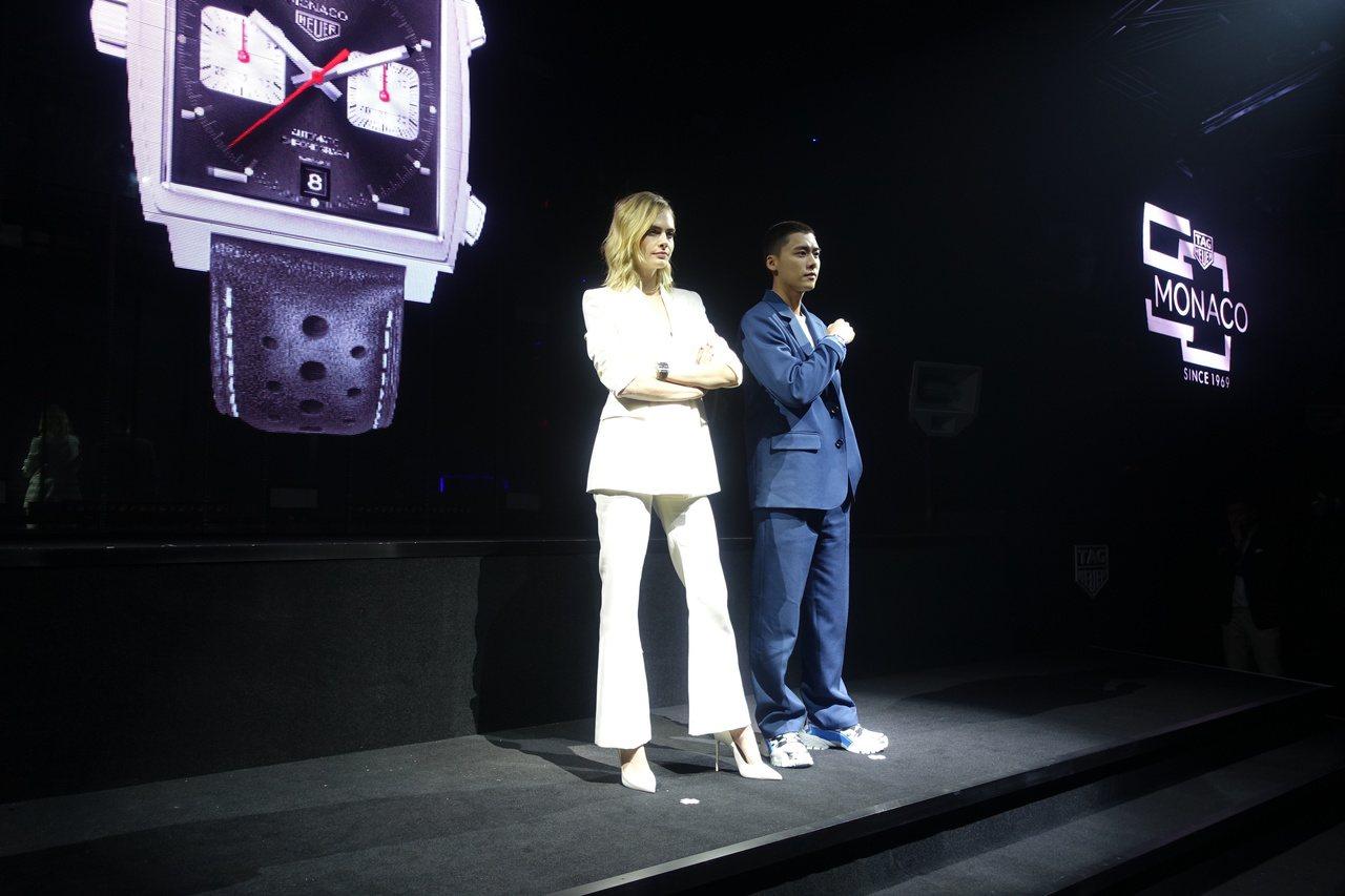 超模卡拉迪樂芬妮(左)與李易峰一同展示全新的Monaco 2009–2019限量...