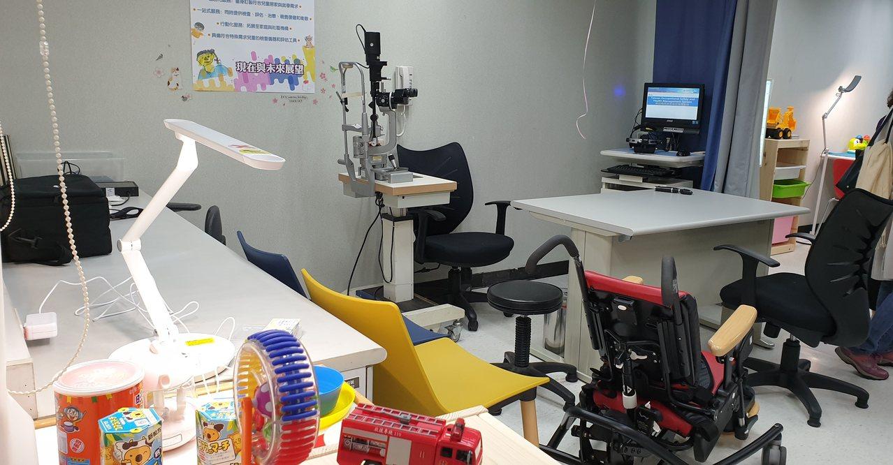 長庚特殊兒童視覺中心有先進的設備和器材,連空間設計和擺飾也以兒童視覺喜好為出發點...