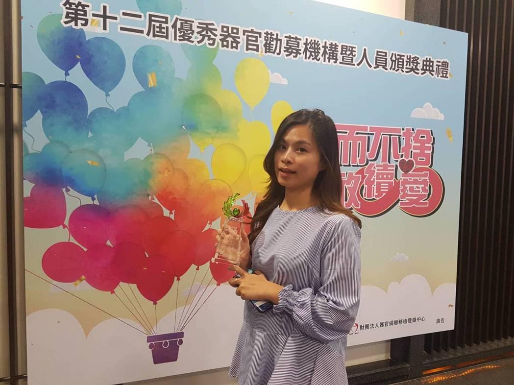 社工師邱依婷去年幫同事完成大愛器捐。記者楊雅棠/攝影