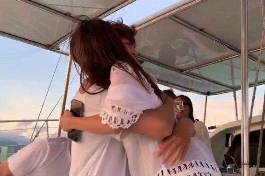 許書豪今年6月在夏威夷向圈外女友Amy求婚成功,選在交往13年周年紀念日宣布喜訊...
