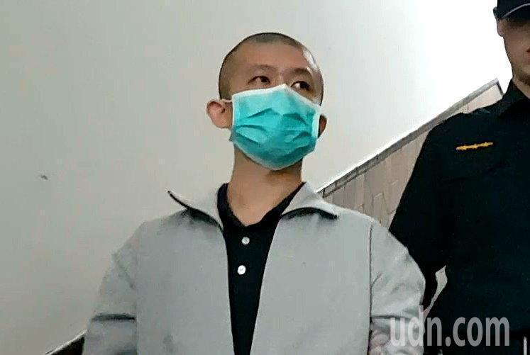 涉犯華山分屍案的陳伯謙遭高姓女學員家屬痛罵「人渣、假面陽光」,他不為所動。記者王宏舜/攝影