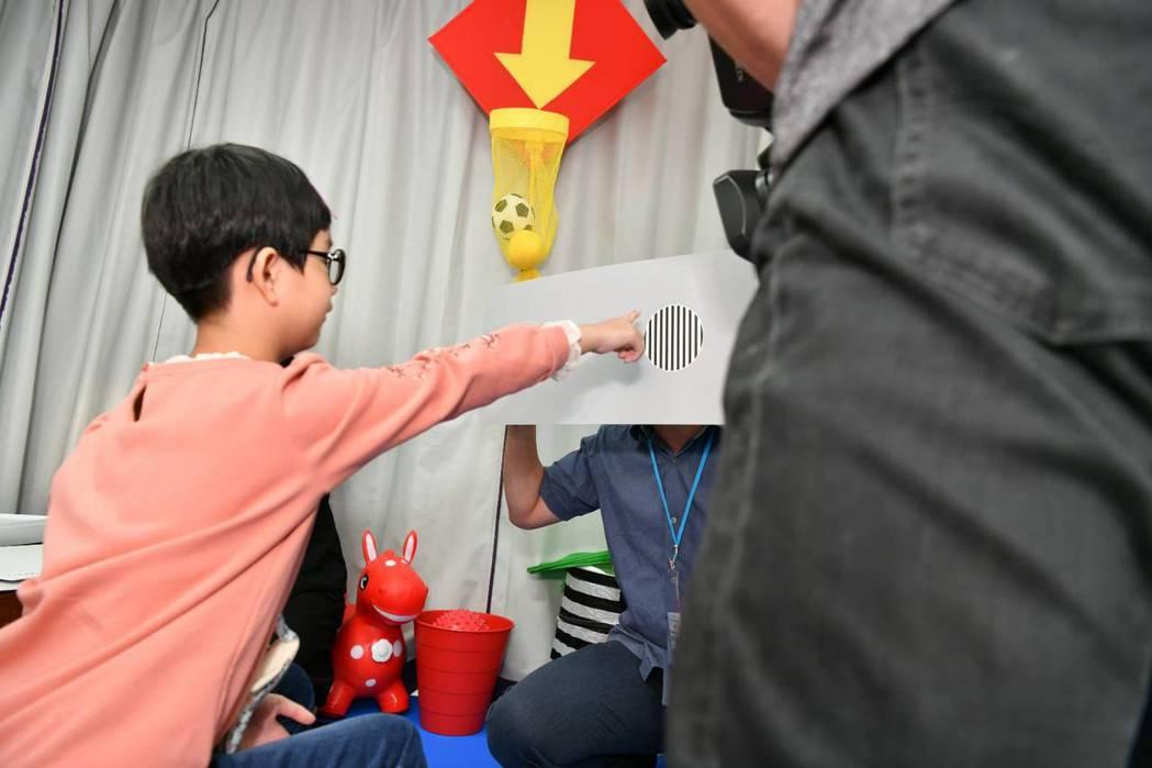 林口長庚今宣布為了讓特殊兒童享有更好的醫療照顧,設置國內首間「特殊兒童視覺中心」...