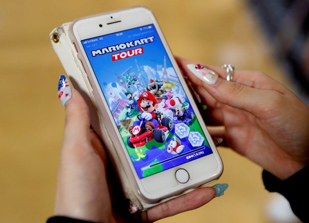 任天堂新手遊「瑪利歐賽車巡迴賽」人氣旺。(圖/路透)