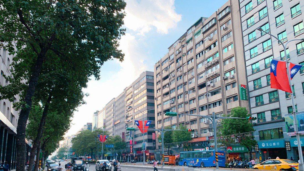 選擇大坪數或持有較久「透天公寓」節稅效果佳。 記者徐力剛/攝影