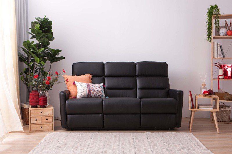 生活工場尊榮爵士電動功能沙發,原價35,000元、活動限時特價15,111元。圖/生活工場提供