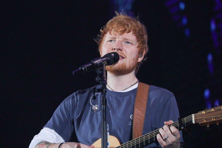 英國知名唱作歌手紅髮艾德(Ed Sheeran)以1.7億英鎊(逾66億台幣)成為今年30歲以下英國富有明星之冠!擠下去年拿下第一名的英國美聲天后愛黛兒(Adele),不過由於她已31歲,這次無法列...