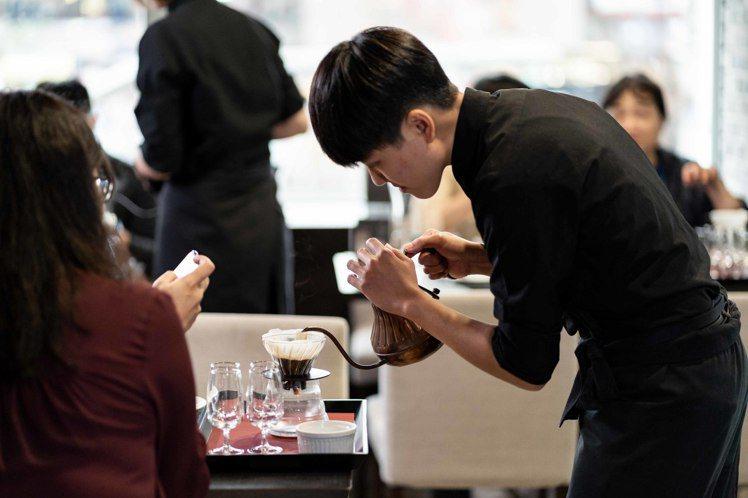湛盧咖啡師現場展演精湛手沖咖啡技術。圖/湛盧咖啡提供