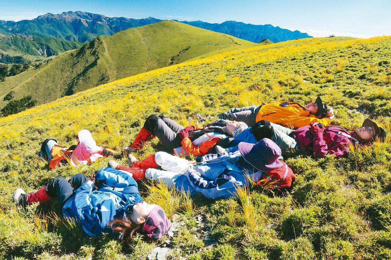 台灣擁有豐富的山岳自然景觀,只是過去受限於法令,讓山脈旅遊障礙重重。 圖/聯合報...