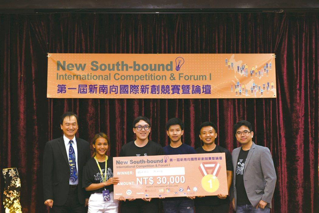 獲得第一名的泰國馬希竇大學團隊。 張傑/攝影