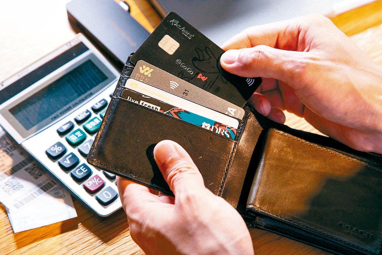 這波台商回台投資以及海外資金回流潮,讓銀行開始提升財富管理服務,搶食頂級客戶這塊...