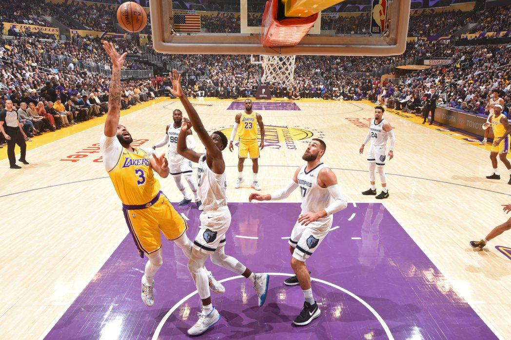 3節飆40分20籃板 戴維斯率湖人大勝灰熊|GamblePlus